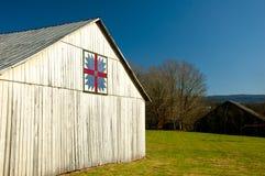 谷仓有一个装饰被子样式标志 免版税库存照片