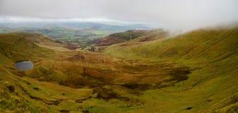 谷Panoramatic视图在Brecon烽火台的在南威尔士 库存图片