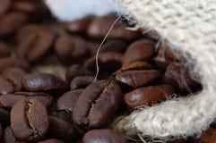 豆关闭咖啡  图库摄影