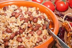 豆和米砂锅  图库摄影