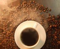 豆咖啡充分的烟 免版税库存图片