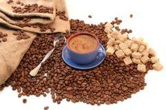 豆咖啡杯糖 免版税库存图片