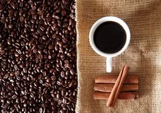 豆桂香咖啡杯棍子 库存照片