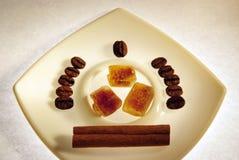 豆棕色桂香咖啡寿命仍然加糖 免版税库存图片