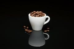 豆的咖啡杯 图库摄影