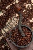 豆磨咖啡器 免版税库存照片