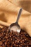 豆粗麻布咖啡大袋瓢 库存照片