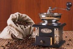豆粗麻布咖啡碾烤大袋 免版税库存图片