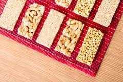 豆糖果和甜点Mawlid Halawa的汇集 免版税图库摄影