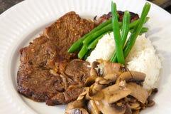豆绿色膳食采蘑菇ribeye米 免版税库存图片