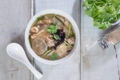 豆腐汤用切好的猪肉 顶视图 免版税库存照片