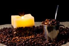 豆蜡烛咖啡杯 免版税图库摄影