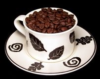豆装饰的咖啡杯 免版税库存图片