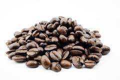豆豆特写镜头咖啡重点正面图白色 免版税库存照片