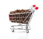 豆购物车咖啡被装载的购物 免版税库存照片