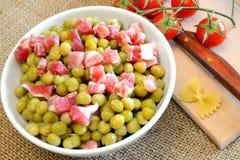 豌豆和烟肉 免版税库存图片