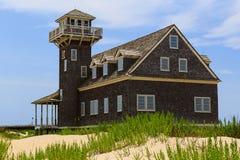 豌豆海岛老马` s头NC建筑和灯塔在夏天下午 免版税库存照片
