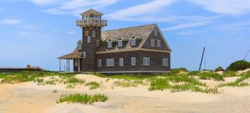 豌豆海岛老马` s头NC建筑和灯塔在夏天下午 免版税图库摄影