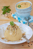豌豆粥用油煎的葱 库存照片