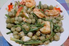 豌豆,油煎的虾 库存图片