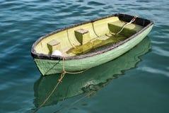 豌豆绿的小船 免版税库存照片