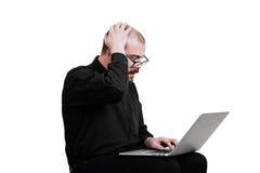 画象一红胡子,成为秃头男性残酷 查出的白色 图库摄影