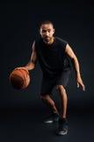 画象严肃的非洲体育供以人员使用在篮球 图库摄影