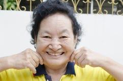 画象亚洲资深妇女微笑 免版税库存图片