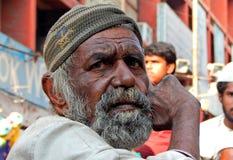 画象印地安老人寻找的帮助/乞求 免版税库存图片