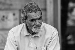 画象哀伤的老人在布加勒斯特 免版税库存图片