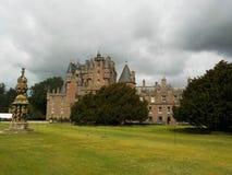 象在一个童话- Glamis城堡外面,苏格兰 免版税库存图片