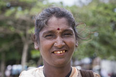 画象在街道上的叫化子妇女 斯里南卡 关闭 库存图片