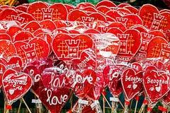 象征与贝尔格莱德的五颜六色的棒棒糖心脏 免版税库存照片