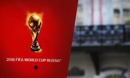 象征主义在红色背景的世界杯足球赛2018年 免版税图库摄影
