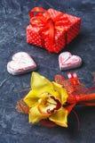 象征性两心脏和礼物 库存图片