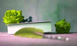 象征本质、绿色花和生态系的维护的书 图库摄影