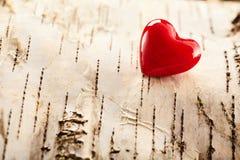 象征爱的浪漫红色华伦泰心脏 免版税库存照片