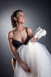 画象快乐新娘摆在赤裸在演播室 免版税库存照片