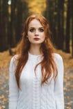 画象愉快美好红发女孩微笑 库存图片
