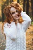 画象愉快美好红发女孩微笑 免版税图库摄影