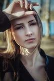 画象接近室外年轻美丽的妇女的公园 库存照片