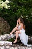 象新娘的美丽的女孩穿戴礼服 免版税图库摄影