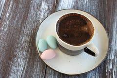 象服务的小的土耳其水的cezve咖啡冷浓咖啡玻璃 库存图片
