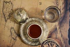 象服务的小的土耳其水的cezve咖啡冷浓咖啡玻璃 图库摄影