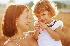 画象母亲和女儿 库存图片