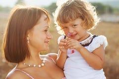 画象母亲和女儿 免版税图库摄影