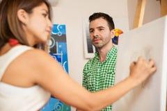 画画象的女性艺术家 免版税库存图片