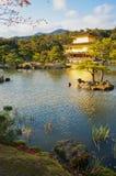 画象的, Kinkaku籍寺庙,京都,日本金黄亭子 免版税库存图片