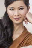 画象美丽的年轻亚裔中国妇女 免版税库存照片