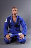 画象英俊肌肉Jiu Jitsu战斗机摆在 免版税库存图片